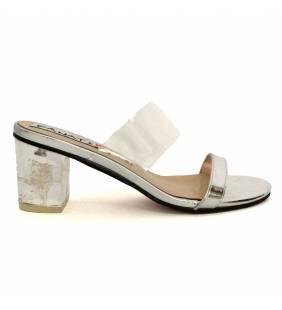 Sandalia piel metal plata y vinilo 052